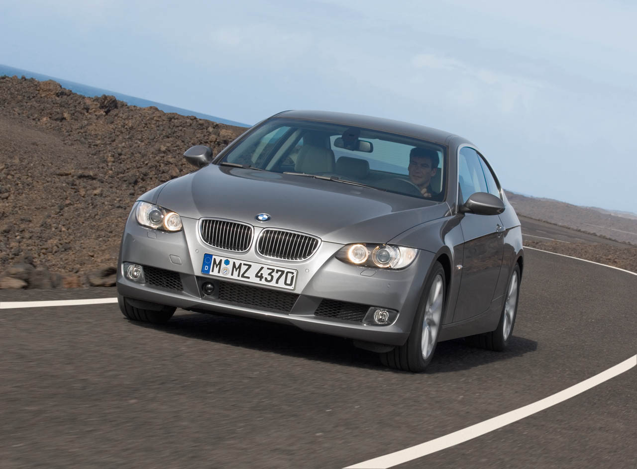 bmw heaven specification database comparison between bmw 325i e92 m coupe 2009 now and bmw. Black Bedroom Furniture Sets. Home Design Ideas